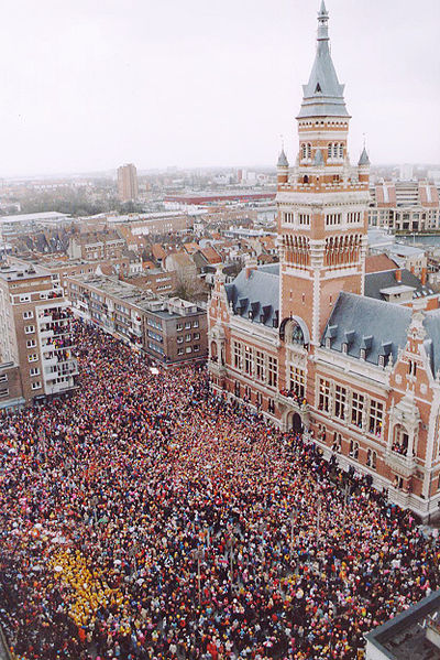 http://upload.wikimedia.org/wikipedia/commons/thumb/9/97/Carnaval_dunkerque.jpg/400px-Carnaval_dunkerque.jpg