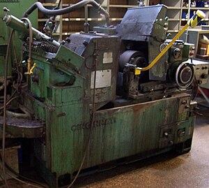 Centerless grinding - A centerless grinder