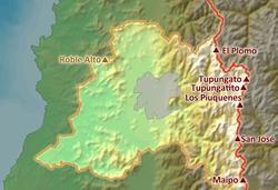 Relevo da Região Metropolitana de Santiago, com a cidade de Santiago e as principais elevações ao seu redor.