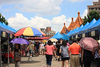 Workweek and weekend - In some countries, markets are held on weekends. Pictured is the Chanfu Bridge market in China.
