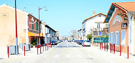 The main road in the village of Cheval-Blanc