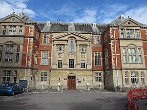 Clarendon Laboratory - The Clarendon Laboratory - Townsend Building front facade.