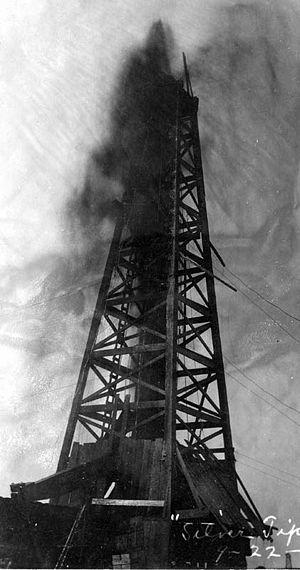 "Coalinga Oil Field - Coalinga ""gusher"" at the Silver Tip well, 1909"