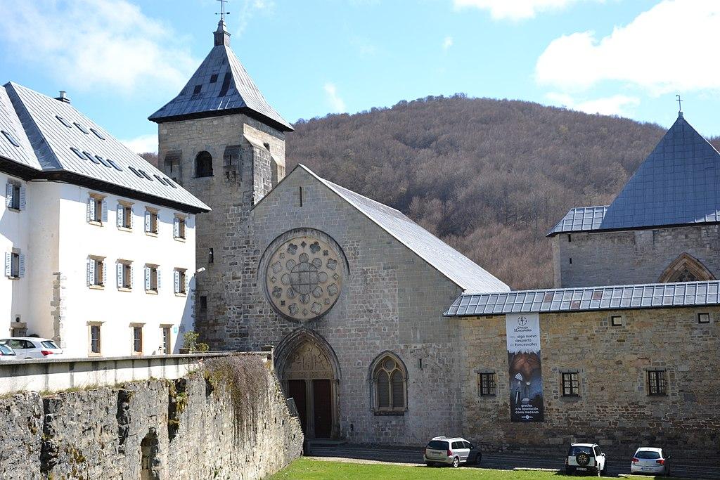 Collégiale Sainte Marie de Ronceveau 1.jpg
