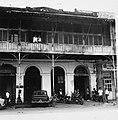 Collectie NMvWereldculturen, TM-20000896, Negatief, 'Gebouw aan de Jalan Kali Besar Barat in het oude stadsdeel', fotograaf Boy Lawson, 1971.jpg