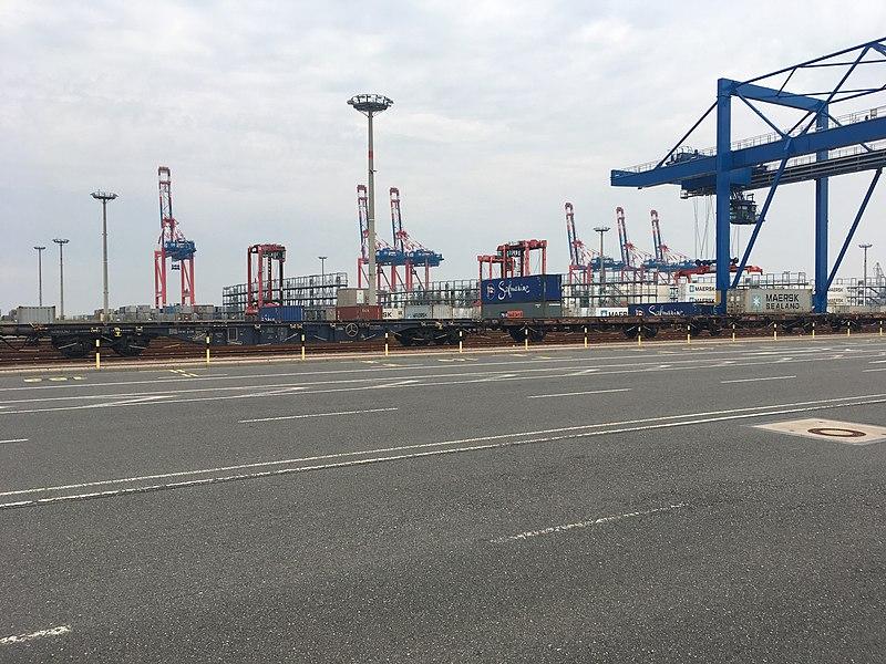File:Containerumschlag im JadeWeserPort.jpeg