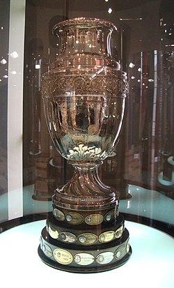 Copa america trofeo.jpg