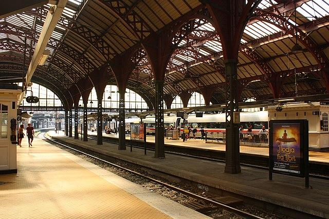 Из-за аварии эскалатора на Центральном вокзале Копенгагена пострадали четыре человека