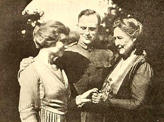 Deliverance (1919 film) - film still with Helen Keller and her brother and mother