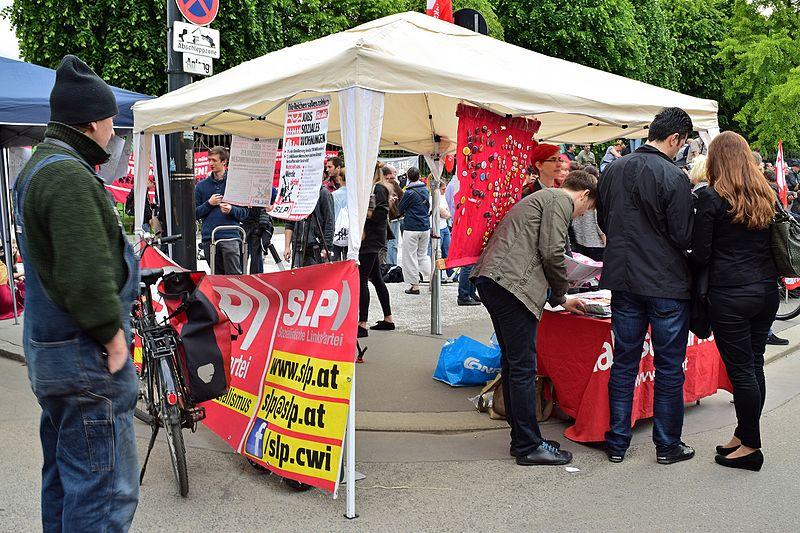 File:Demo Kein rechtsextremer Burschenschafter als Bundespräsident - 09 - Sozialistische Linkspartei.jpg