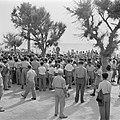 Demonstratie met spandoeken van gedemobiliseerde militairen in 1949 voor het ge…, Bestanddeelnr 255-1346.jpg