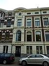 foto van Linkerhelft van dubbel herenhuis in eclectische bouwstijl, met voornamelijk aan de renaissance, de Lodewijk XIV- en de Lodewijk XVI-stijl en het Empire ontleende motieven