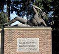 Detail van het gemetselde grafmonument Mausoleum op de Paasberg- gebeeldhouwde bronzen mannenfiguur - Ede - 20415219 - RCE.jpg
