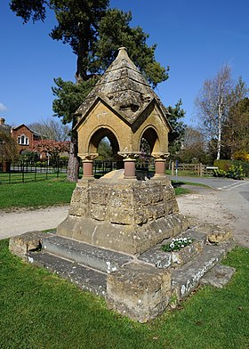 Dumbleton Drinking Fountain.jpg