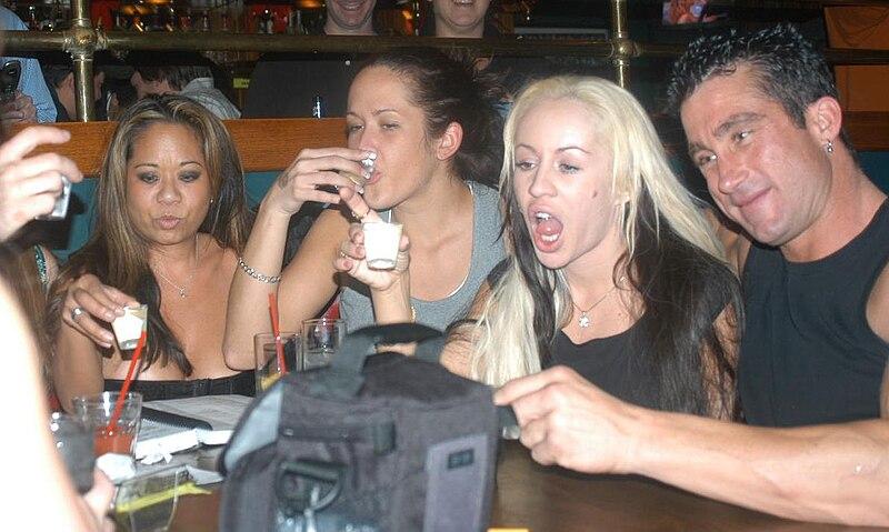 File:E., Carmella Bing, Davia Ardell, Billy Glide at Porn Star Karaoke 1.jpg