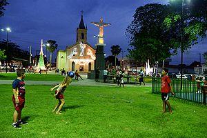 Praça São José, e ao fundo a Igreja de São José, no Centro do município