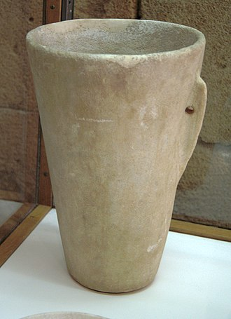 Archaeological Museum of Chania - Image: Early Cycladic tall cup, marble, 3200 2500 BC, AM Chania, 076148