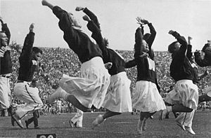 Cheerleading - Cheerleaders at the University of Wisconsin–Madison in 1948
