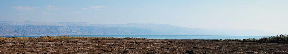 """נסיגת החופים בים המלח. מראה קרקעית הים הנסוג משמורת עינות צוקים (""""עין פשח'ה"""")"""
