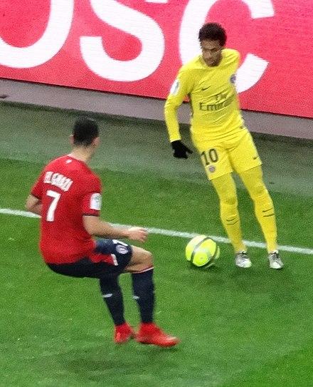 72681d5f4d Neymar jogando pelo Paris Saint-Germain na temporada 2017-18.