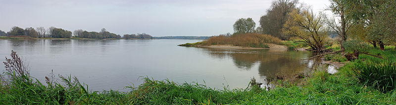 The Middle Elbe in the North German Plain near the village of Gorleben. In this section, the river had been part of the Iron Curtain between West and East Germany during the Cold War. For that reason, the river banks even today look relatively natural and undeveloped.