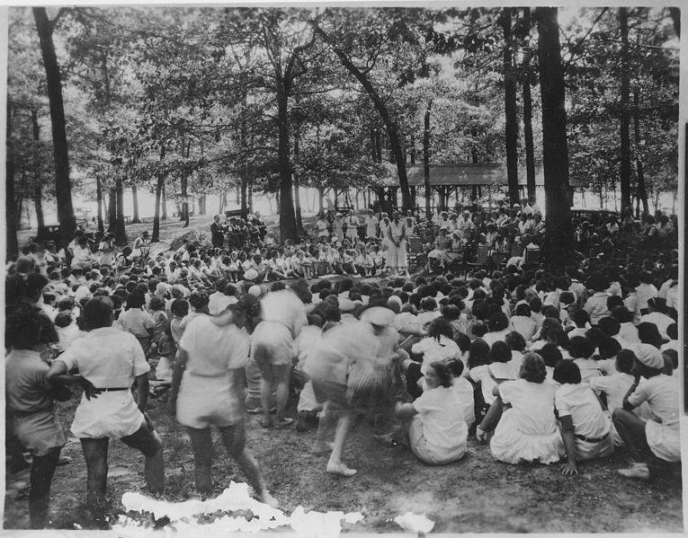File:Eleanor Roosevelt at SheSheShe Camp for Unemployed Women in Bear Mountain, New York - NARA - 195980.jpg