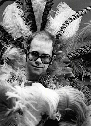 English: Publicity photo of Elton John from th...
