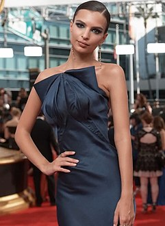 Emily Ratajkowski at Emmy Awards 2016.jpg