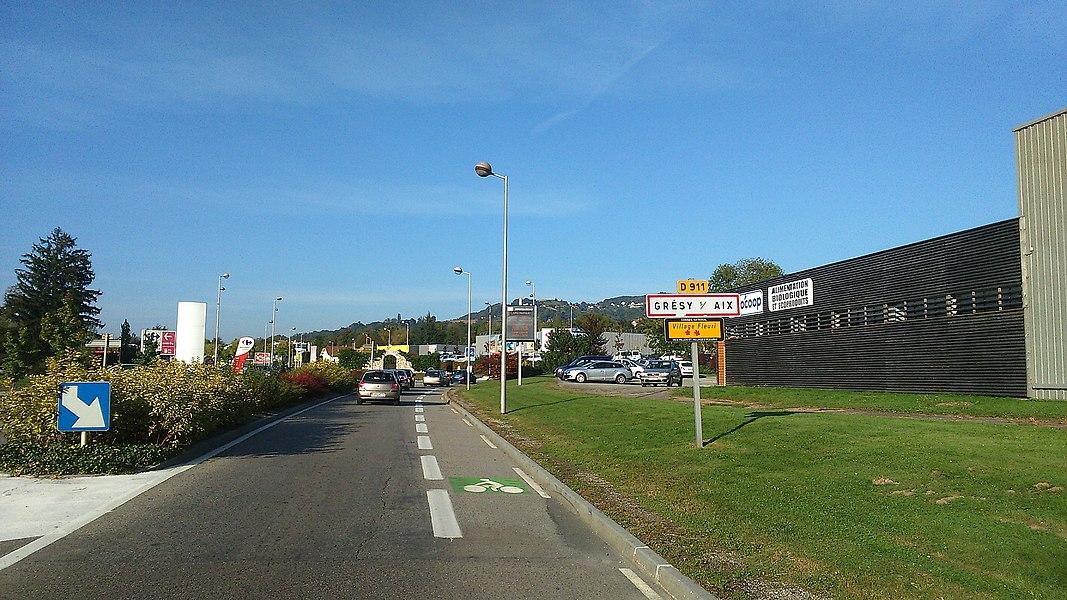 Route d'accès à Grésy-sur-Aix par le sud de la ville.