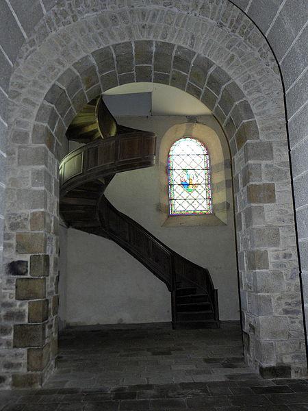 Église Notre-Dame-de-l'Assomption d'Ernée (53). Volée d'escaliers.