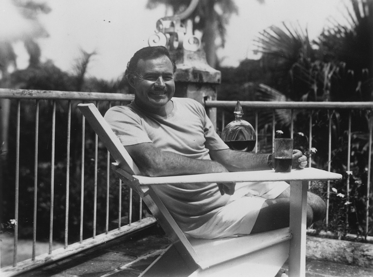 Ernest Hemingway at the Finca Vigia, Cuba 1946 - NARA - 192660.jpg