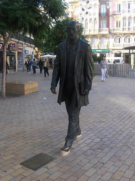 https://upload.wikimedia.org/wikipedia/commons/thumb/9/97/Estatua_Nicolás_Salmerón_Almería.JPG/450px-Estatua_Nicolás_Salmerón_Almería.JPG