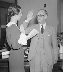Photo of McNinch taking the oath of office