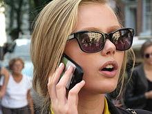 Frida Gustavsson - de mooie en schattige actrice met Zweedse roots in 2021