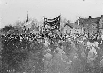 Ilie Cătărău - Bolshevik rally at a train station in either Romania or Bessarabia (1917). Romanian soldiers watching from the side