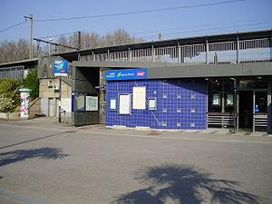 Les Saules Station - Entrance