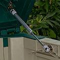 Gasdruckfeder an der Klappe Gartengeräte Box 7040.jpg