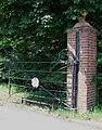 Gate, Road to Addington - geograph.org.uk - 189259.jpg