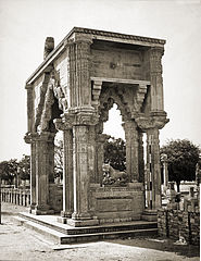 Gate of Teki Mandir, Gwalior Fort.jpg