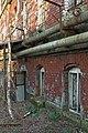 Gebäude auf dem Gelände der ehemaligen Train-Kaserne des 2. Train-Bataillons Nr. 19 und ehem. Motorenwerk der Sowjetarmee - panoramio.jpg