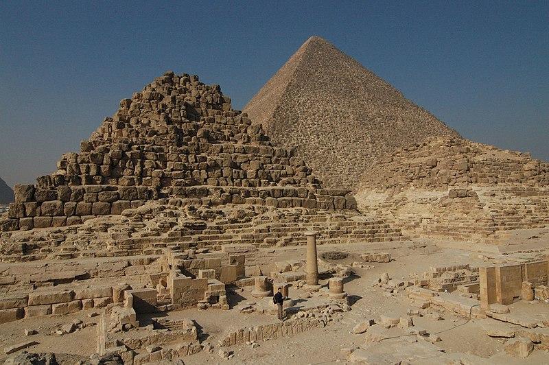 Visitar Guiza - Página 3 800px-Giza_piramidi_di_Henutsen_e_Cheope