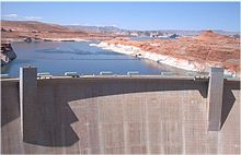 Image of the Glen Canyon Dam and Lake Powell behind it