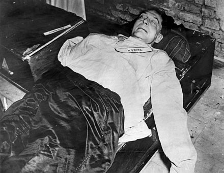 The body of Hermann Goring, Oct. 16, 1946 Goering-corpse.jpg