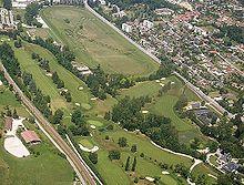 Vue aérienne du golf et de l'hippodrome d'Aix-les-Bains