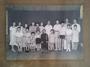Gu (surname) - 1958 old photograph of Chinese-Indonesian of Gu (古) surname, first until third generations