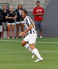 Toni in azione con la maglia della Juventus nell'estate del 2011