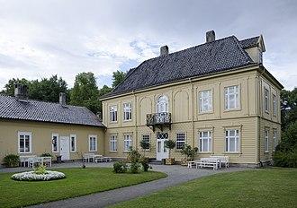 Gulskogen Manor - Front side view of Gulskogen Manor in July 2017