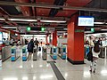 HK MTR 荃灣綫 Tsuen Wan Line Sham Shui Po District 荔枝角站 Lai Chi Kok Station concourse November 2019 SS2 04.jpg