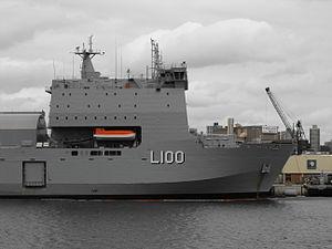 HMAS Choules superstructure.jpg