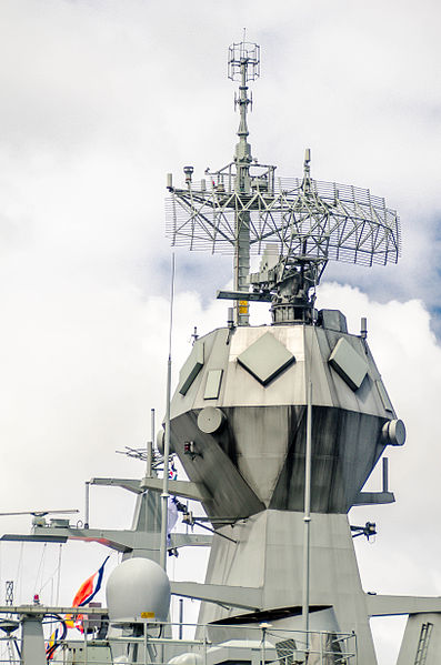 File:HMAS Perth (FFH 157) CEAFAR phased array radars.jpg